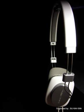 Bowers and Wilkins P3 : Elegant Portable Headphone
