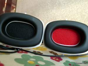 Left Right Earcup indicated by colour,red for Right side as usual